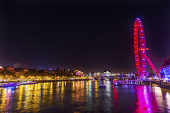 Dużego oka koła Thames nocy Westminister Rzeczny most Londyn Anglia Obraz Stock