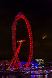 Dużego oka koła Thames nocy Westminister Rzeczny most Londyn Anglia Obrazy Royalty Free