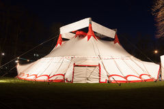 Dużego wierzchołka cyrkowy namiot przy nocą Zdjęcie Royalty Free
