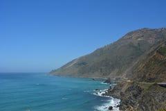 Dużej Sura centrali wybrzeża Kalifornia wspaniałej linii brzegowej zatoczki borowinowy obruszenie Obrazy Royalty Free