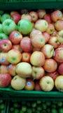 Dużo jabłka i kolory Zdjęcia Royalty Free