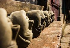 Dużo przewodzą lejnię robić ziemia dla idol budowy przy kumartuli bogini durga Durga Puja obrazy stock