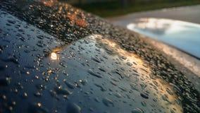Dużo raindrops wtykali na przedniej szyby tle, abstrakt raindrops na lustrze robić z kolorów filtrami Obrazy Royalty Free