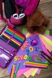 Dużo uczą kogoś materiały, szkolne torby, misie, rozsypisko obrazy stock