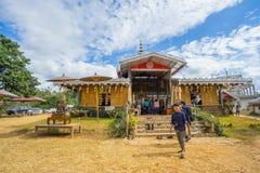 Dużo zaludniają odprowadzenie w Su Tong Pe miejscu kultu Obraz Royalty Free