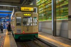 Dużo zaludniają używać Centram tramwaj w Toyama staci przy nocą Obraz Royalty Free
