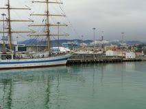 Duży żeglowanie statek przy kuszetką w porcie morskim Sochi, Rosja Zdjęcie Stock