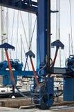 Duży żuraw dla statku utrzymania w marina Zdjęcie Stock