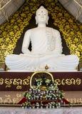 Duży biały Buddha przy watpahuaylad, Loei, Tajlandia. Fotografia Stock