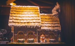 Duży Bożenarodzeniowy kulebiak w kształtów domach zdjęcia royalty free