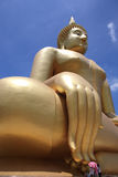 Duży Buddha na zewnątrz budynku zdjęcie stock