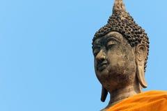 Du?y Buddha stawia czo?o przy Wata Yai Chaimongkol ?wi?tyni? przy Ayutthaya zdjęcia royalty free