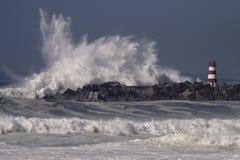 Duży burzowy denny fali pluśnięcie zdjęcie stock