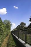 duży ceglana dekoracyjna płotowa bramy żelaza kratownica Obrazy Royalty Free