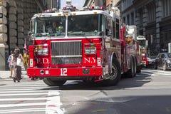 Duży czerwony samochód strażacki w Manhattan Zdjęcie Royalty Free