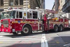 Duży czerwony samochód strażacki w Manhattan Fotografia Royalty Free