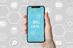 Duży dane pojęcie Wręcza trzymać nowożytnego bezpłatnego smartphone przed neutralnym tłem z ikonami zdjęcie royalty free