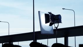 Duży DOWODZONY światła reflektorów i tripod wyposażenie zdjęcie stock