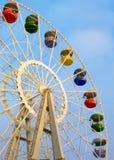 Duży ferris koło na chmurnym niebie zdjęcia stock