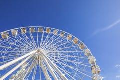 Duży ferris koło przeciw niebieskiemu niebu Zdjęcie Royalty Free