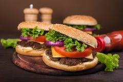 Duży hamburger z wołowiną Obraz Royalty Free