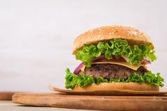 Duży hamburger z wołowiną Obraz Stock