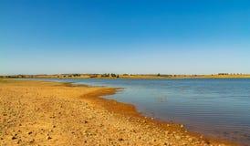 Duży jezioro w południe obrazy stock