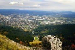Duży kamień na odgórny zwanym Jested nad Liberec miasto przy jesienią Obraz Royalty Free