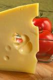 duży kawałek elity serowy pachnące pomidorów Obraz Royalty Free