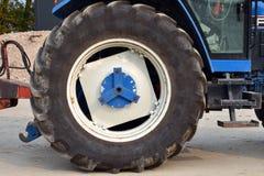 Duży koło rolny ciągnik Zdjęcia Stock