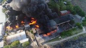 Duży ogień i czerni dymna strzelanina od wzrosta 6 zbiory