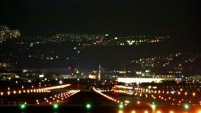 Duży płaski lądowanie podczas błękitnej godziny zbiory wideo