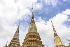 Duży pagodowy Świątynny Wat Pho Na nieba tle Azja Bangkok Tajlandia 2017 wielkiego opiera Buddha w Tajlandia zdjęcie royalty free