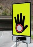 Duży ruchu drogowego znak z ręki i bariery symbolem dla bloku ro Zdjęcie Royalty Free
