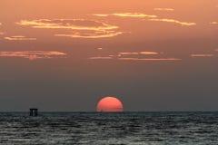 Duży słońce na wschodzie słońca Obrazy Royalty Free
