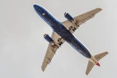 Duży samolot w niebie - Pasażerski samolot Zdjęcie Royalty Free