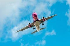 Duży samolot w niebie - Pasażerski samolot Fotografia Royalty Free