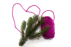 Duży serce robić purpurowy skein nić z sosny gałąź Zdjęcia Royalty Free