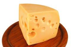 duży serowy kawału talerza drewna kolor żółty Zdjęcia Stock