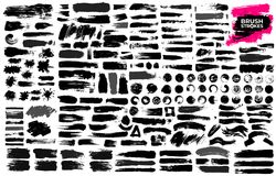Duży set czarna farba, atramentu muśnięcia uderzenia, muśnięcia, linie, grungy Brudni artystyczni projektów elementy, pudełka, ra ilustracja wektor