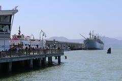 Duży statek na rybaka nabrzeżu jest sąsiedztwem popularnym atrakcją turystyczną w San Fransisco i, Kalifornia Fotografia Royalty Free