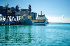 Duży statek w dockyard przemysłowym morskim tle Obraz Royalty Free