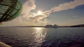 Duży statek wycieczkowy w schronieniu Palamos w Hiszpania, Seabourn EOvation, długość 210m, czasu upływu materiał filmowy zbiory