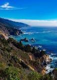 Duży Sura Skalisty wybrzeże w Kalifornia zdjęcia stock
