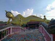 Duży Złoty Opiera Buddha, Wata Kok Mai Daeng, Phitsanulok prowincja, Tajlandia obraz royalty free