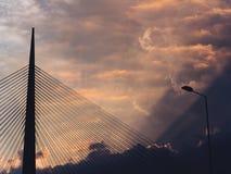 Duży zawieszenie most - chmurny zmierzch obraz stock