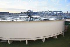 Duży zbiornik dostawa wody w wielkomiejskich wodnej pracy przemysłu śliwkach Obrazy Stock