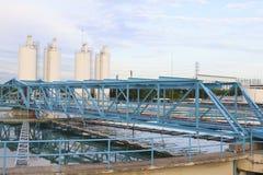 Duży zbiornik dostawa wody w wielkomiejskich wodnej pracy przemysłu śliwkach Zdjęcia Royalty Free