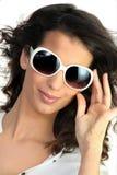 dużych rozmiarów okularów przeciwsłoneczne kobiety potomstwa obrazy stock