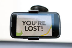 Du är borttappad typ på GPS en smart telefon royaltyfri bild
